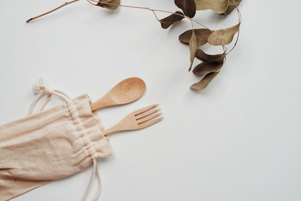 Carry reusable spoons and forks. Zero Waste Hacks for travelers and digital nomads