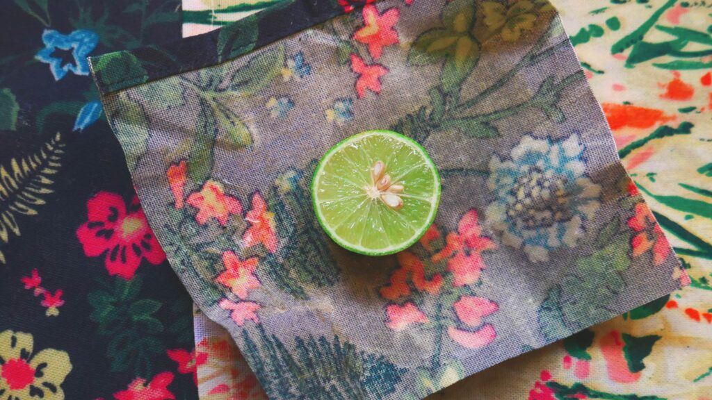 Travel with a natural food wrap - Zero Waste Hacks for travelers and digital nomads